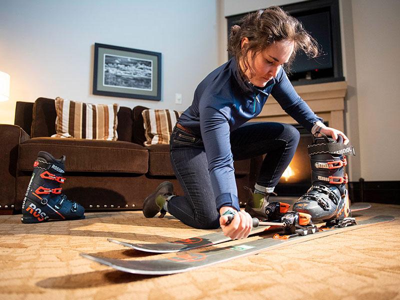 Ski Butlers tech adjusting ski rental equipment